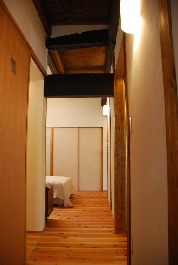 M邸: 長崎工作室が手掛けた廊下 & 玄関です。