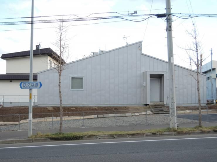 向ヶ丘通りの家 House in mukogaokadori: 一級建築士事務所 アーカイヴが手掛けた家です。