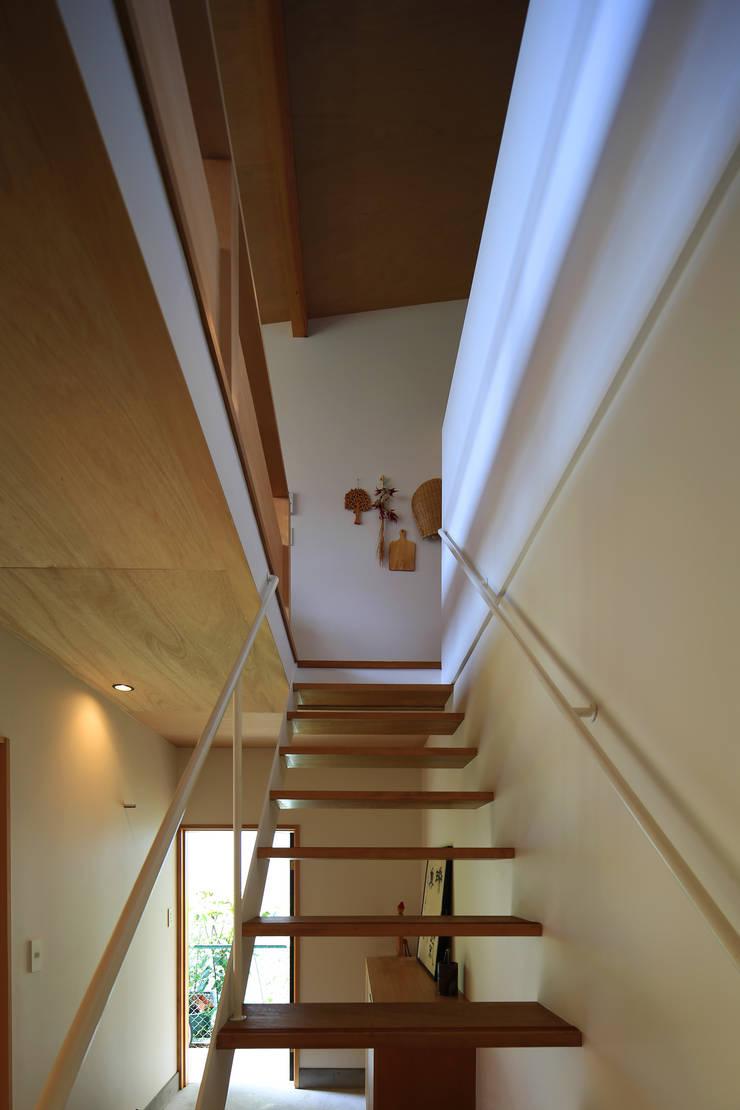 玄関・階段: 早田雄次郎建築設計事務所/Yujiro Hayata Architect & Associatesが手掛けた玄関&廊下&階段です。