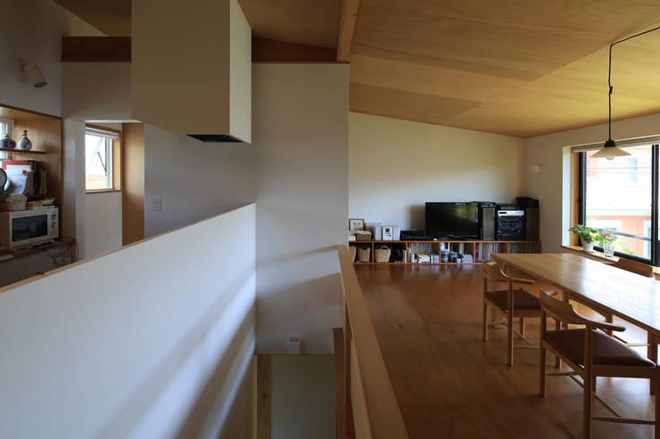 Cozinhas ecléticas por 早田雄次郎建築設計事務所/Yujiro Hayata Architect & Associates