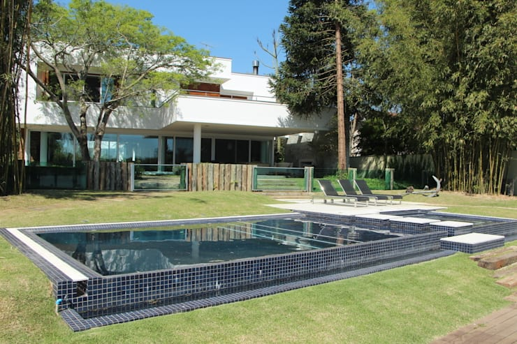 Casa Ilha das Flores: Casas modernas por Arq. Leonardo Silva