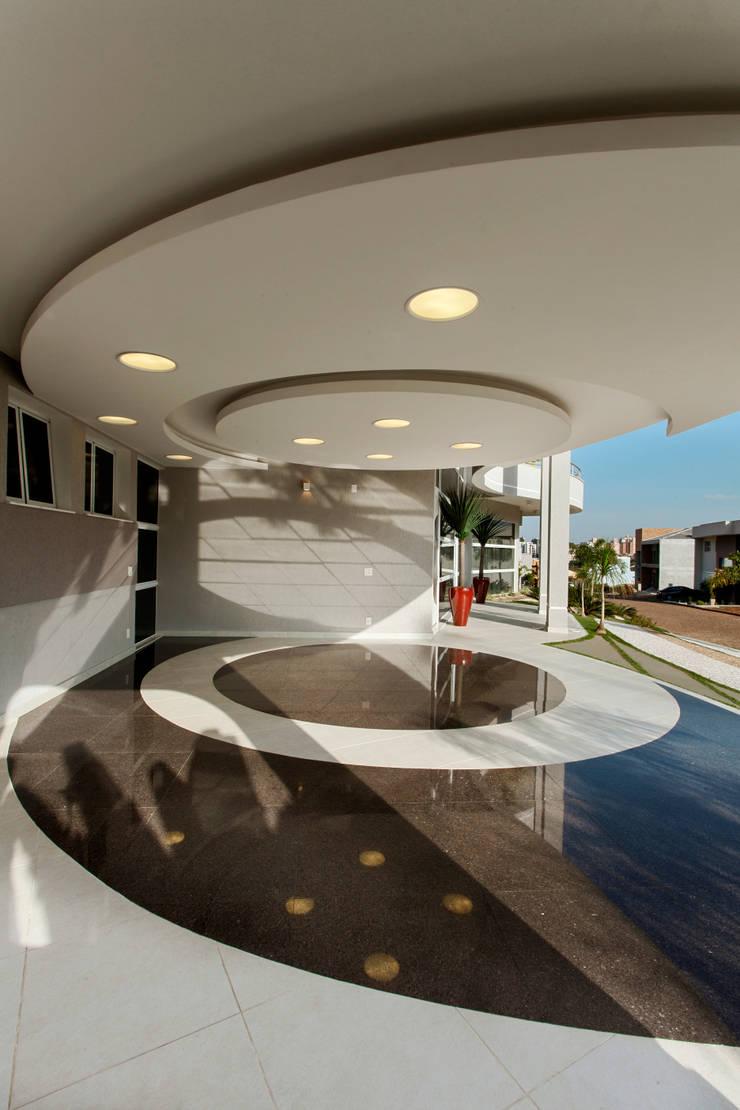 Casa Flora: Casas  por Arquiteto Aquiles Nícolas Kílaris