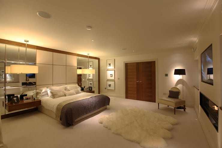Modern contemporary bedroom by Sarah Ward Associates :  Bedroom by Sarah Ward Associates