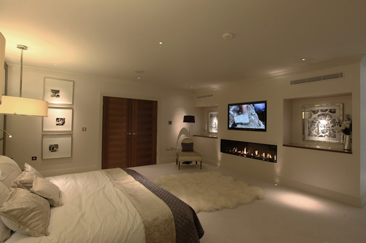 Contemporary home in England :  Bedroom by Sarah Ward Associates
