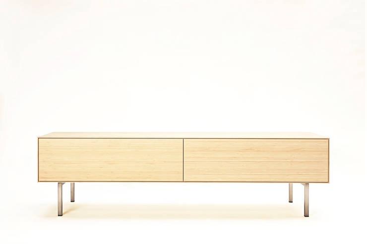 TV meubel:  Woonkamer door Atelier 010