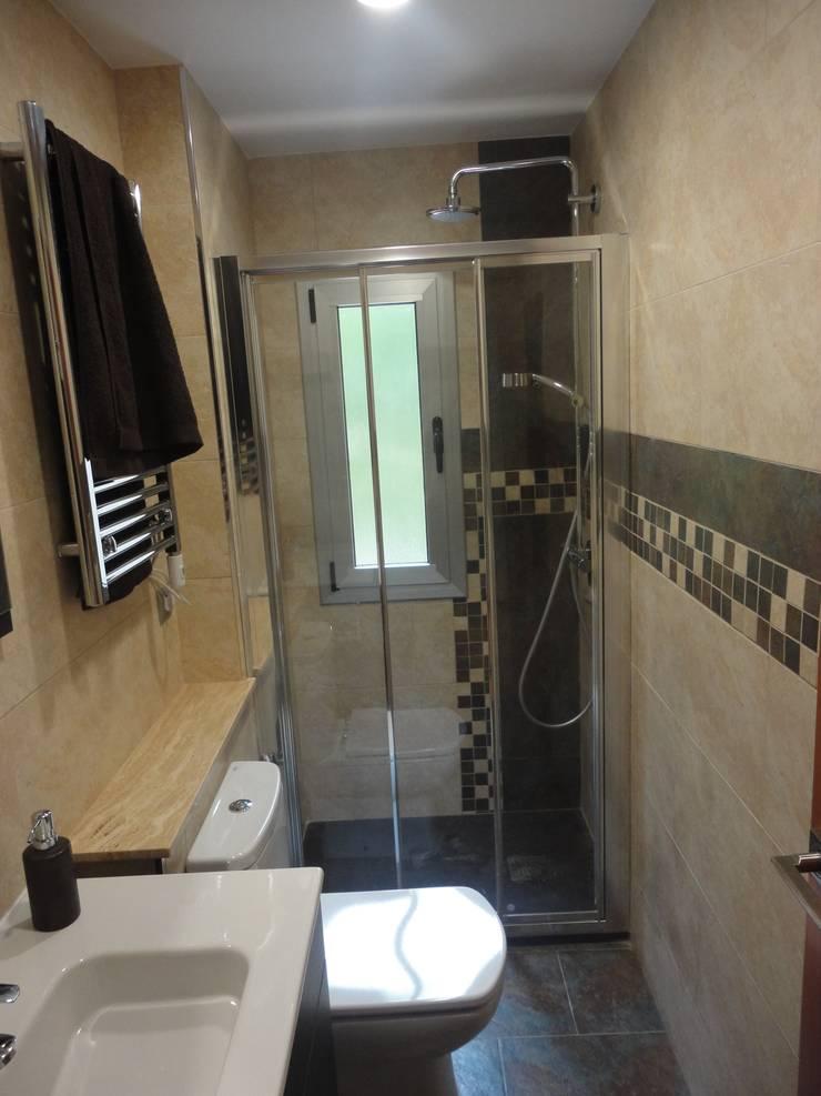 Reforma de baño 01: Baños de estilo  de River Cuina