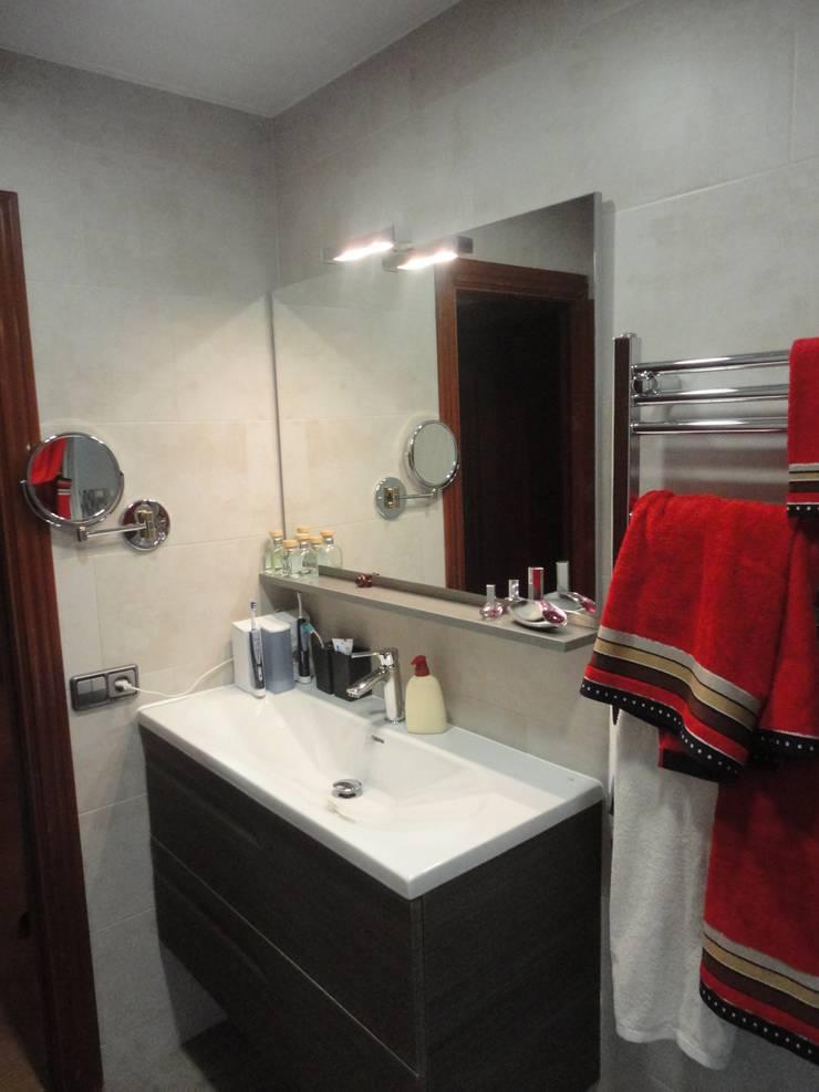 Reforma de baño 02: Baños de estilo  de River Cuina