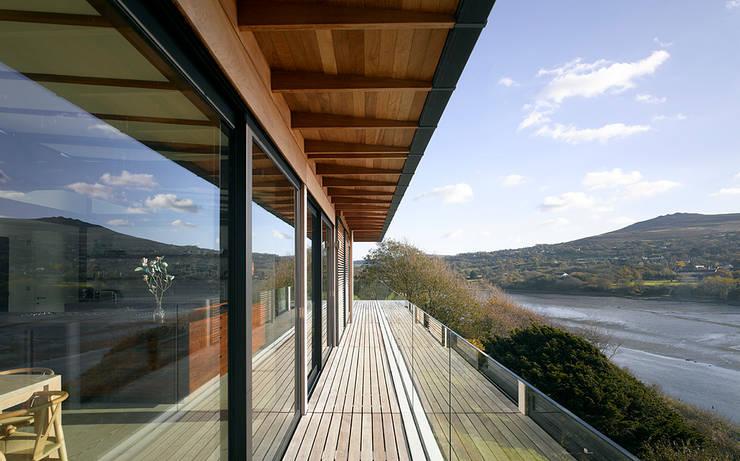 Upper floor terrace:   by John Pardey Architects
