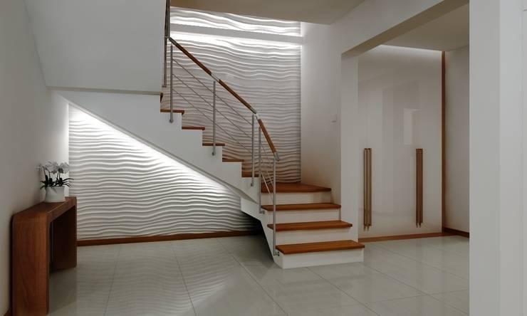 Dom pod Warszawą: styl , w kategorii Korytarz, przedpokój zaprojektowany przez ZAWICKA-ID Projektowanie wnętrz