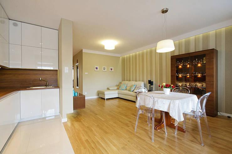 Mieszkanie do wypoczynku: styl , w kategorii Salon zaprojektowany przez ZAWICKA-ID Projektowanie wnętrz