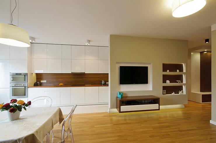 Mieszkanie do wypoczynku: styl , w kategorii Kuchnia zaprojektowany przez ZAWICKA-ID Projektowanie wnętrz