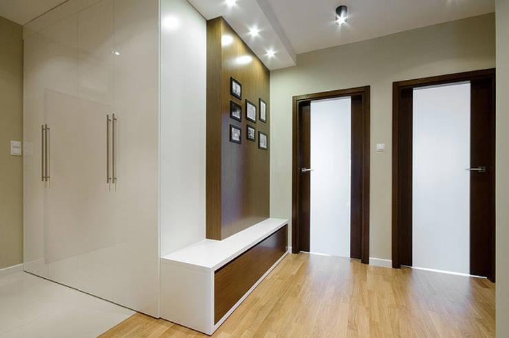 Mieszkanie do wypoczynku: styl , w kategorii Korytarz, przedpokój zaprojektowany przez ZAWICKA-ID Projektowanie wnętrz