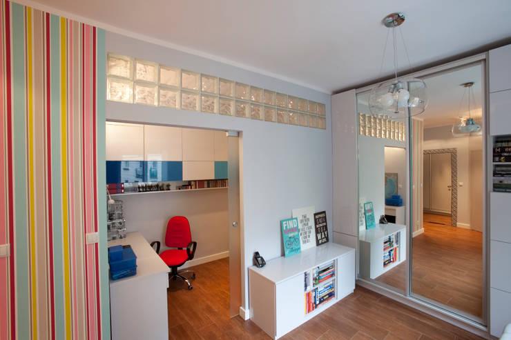 Kawalerka po remoncie: styl , w kategorii Pokój dziecięcy zaprojektowany przez ZAWICKA-ID Projektowanie wnętrz