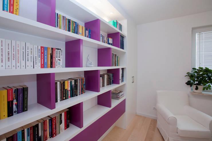 Mieszkanie dla Pani Doktor: styl , w kategorii Domowe biuro i gabinet zaprojektowany przez ZAWICKA-ID Projektowanie wnętrz