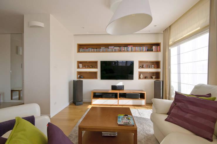 Apartament w Wilanowie: styl , w kategorii Salon zaprojektowany przez ZAWICKA-ID Projektowanie wnętrz