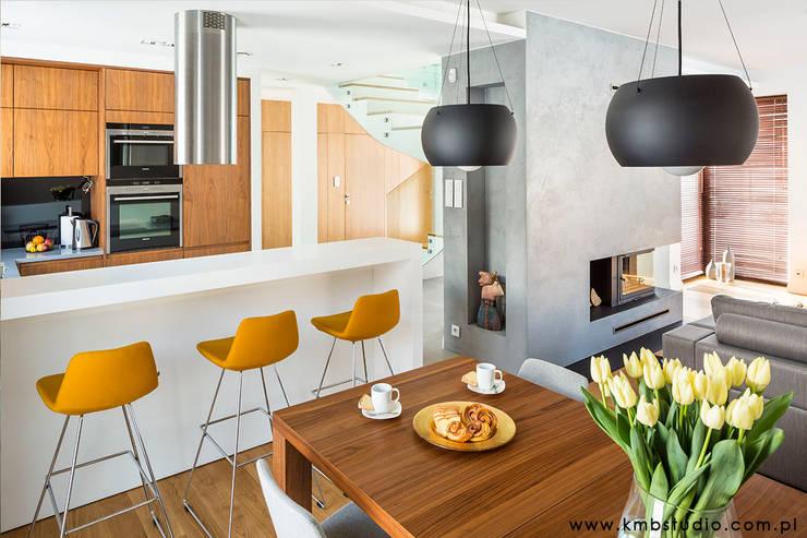 dom Kryspinów : styl , w kategorii Jadalnia zaprojektowany przez kmb studio