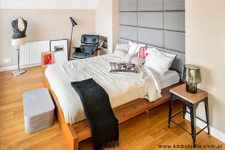 dom Kryspinów : styl , w kategorii Sypialnia zaprojektowany przez kmb studio