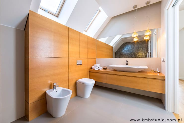 dom Kryspinów : styl , w kategorii Łazienka zaprojektowany przez kmb studio