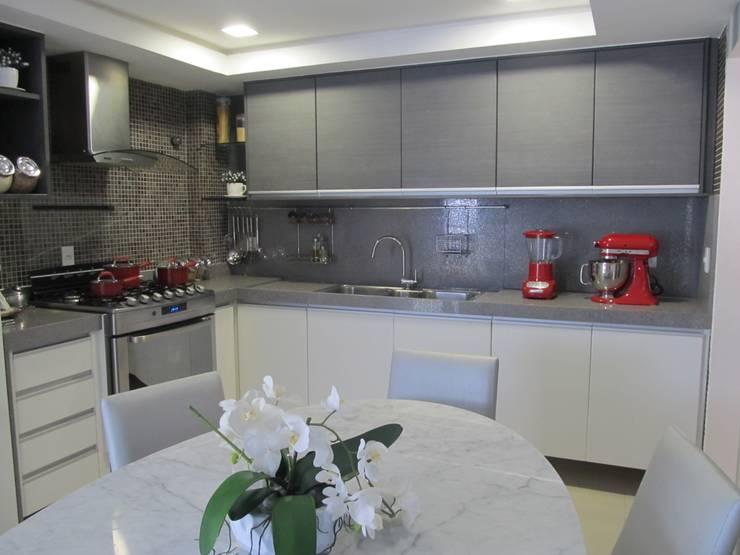 Apartamento de 210m²: Cozinhas  por unacasa arquitetura