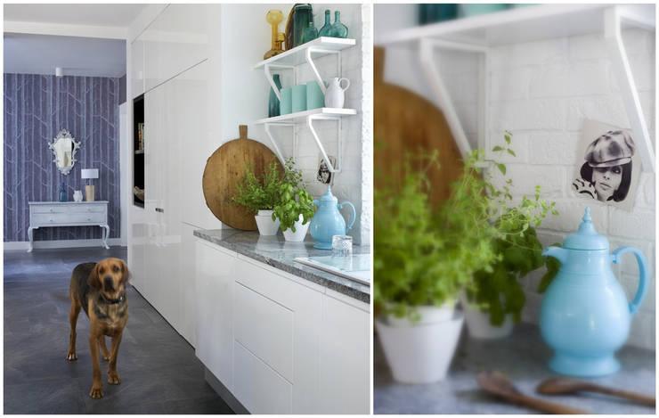 Dom pod Warszawą: styl , w kategorii Kuchnia zaprojektowany przez MAKAO home