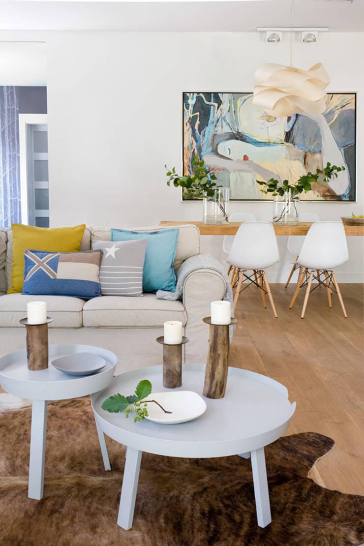 Dom pod Warszawą: styl , w kategorii Jadalnia zaprojektowany przez MAKAO home