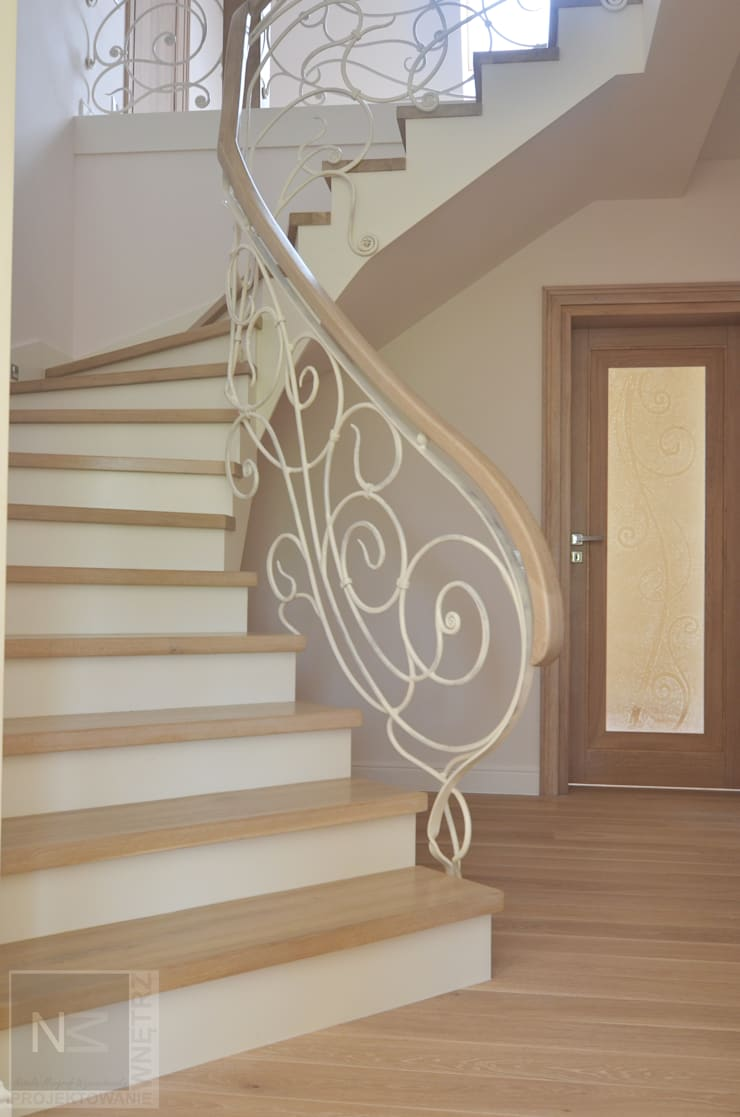 schody: styl , w kategorii Korytarz, przedpokój zaprojektowany przez Suare Studio  Natalia Margraf-Wojciechowska,Kolonialny