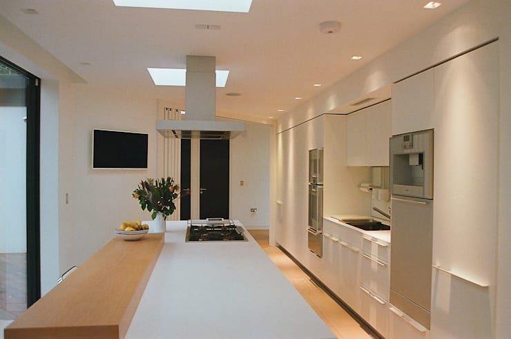 Studio Cottage  - The Homewood Estate, Portsmouth Road, Esher, Surrey:  Kitchen by chaudhuriARCHITECTS