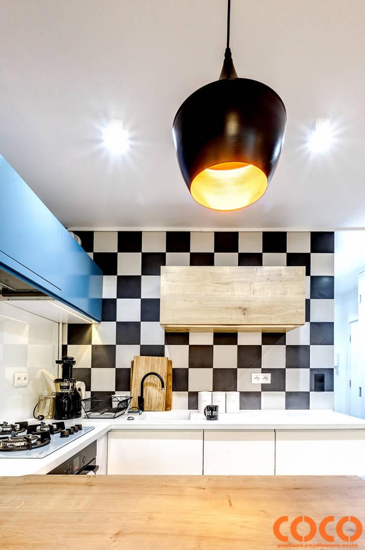 Retro Warszawa: styl , w kategorii Kuchnia zaprojektowany przez COCO Pracownia projektowania wnętrz