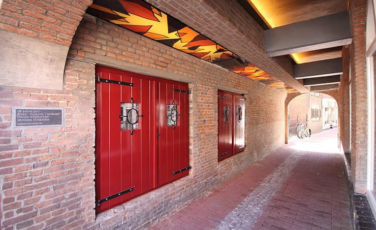 Doorgang:  Winkelruimten door  Ariens cs, Architecten & Ingenieurs, Klassiek
