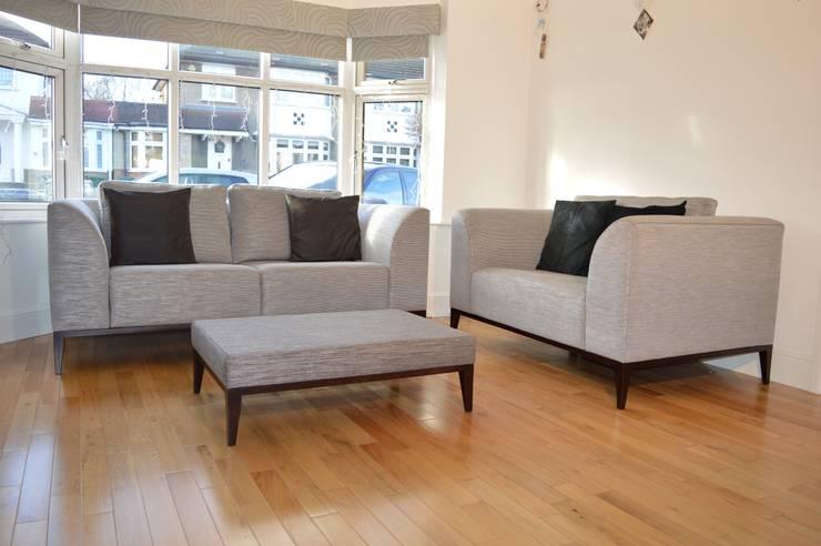 bespoke sofas:  Living room by Chandler Upholstery