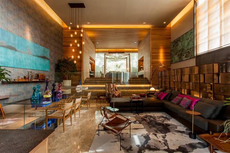 Salas de estar  por Denise Barretto Arquitetura