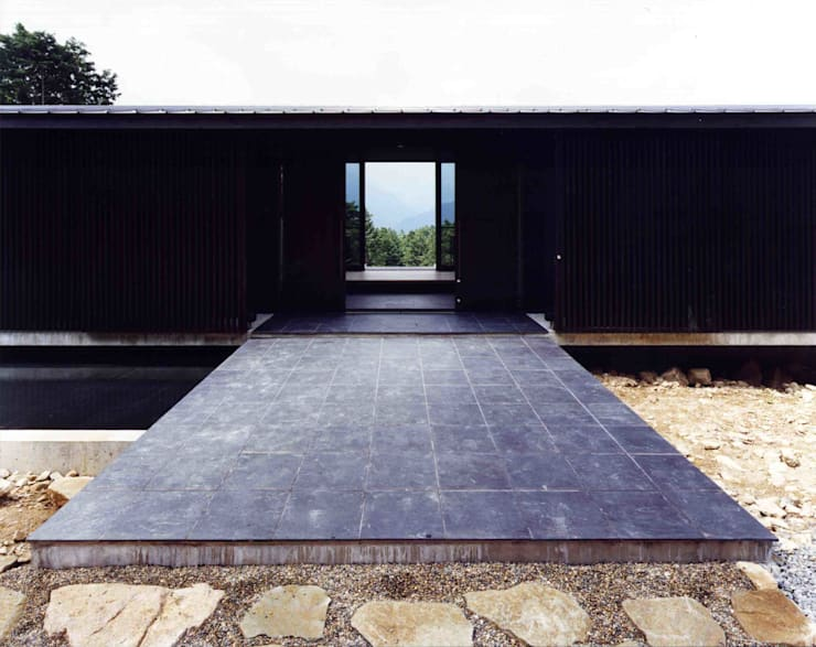 アプローチ:  井上久実設計室が手掛けた和室です。