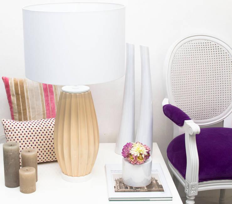 Pastel Nude: Sala de estar  por ORCHIDS LOFT