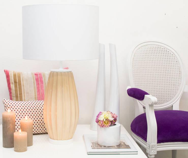 Pastel Nude: Salas de estar  por ORCHIDS LOFT