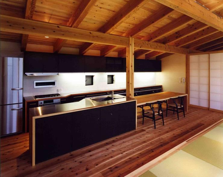 加美の山荘:  井上久実設計室が手掛けたキッチンです。