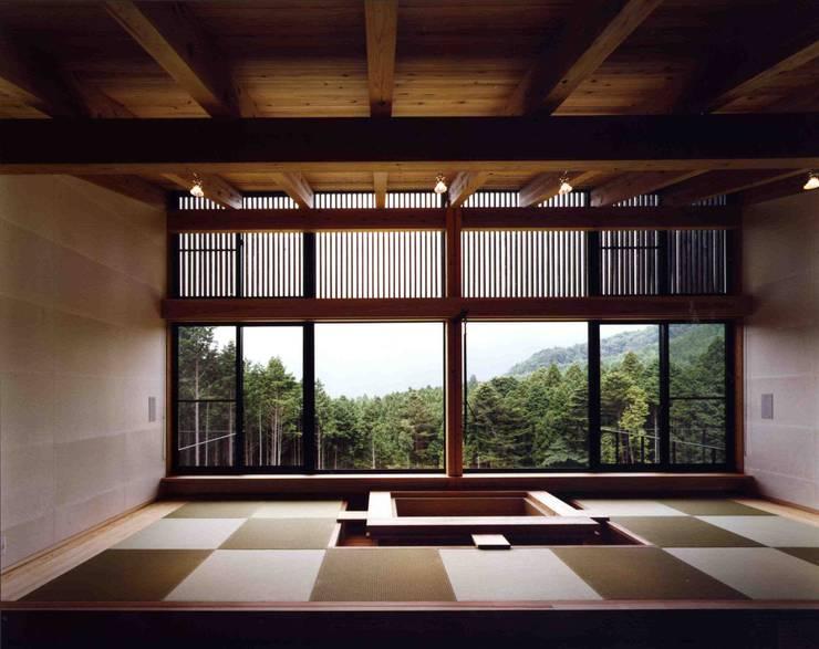 リビング:  井上久実設計室が手掛けた家です。
