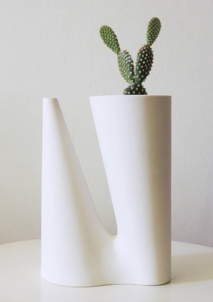 Duplo: Sala de estar  por Bernardo Senna Design