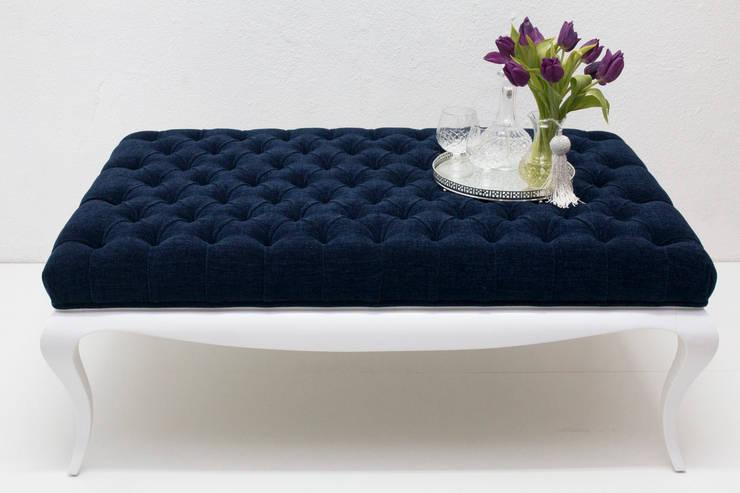Blue  Oyster : Sala de estar  por ORCHIDS LOFT