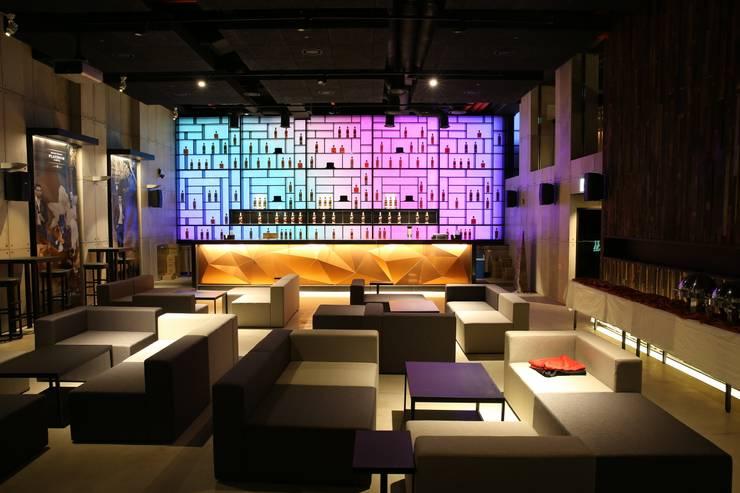 Jonnie Walker House _2013: Eon SLD의  레스토랑,모던