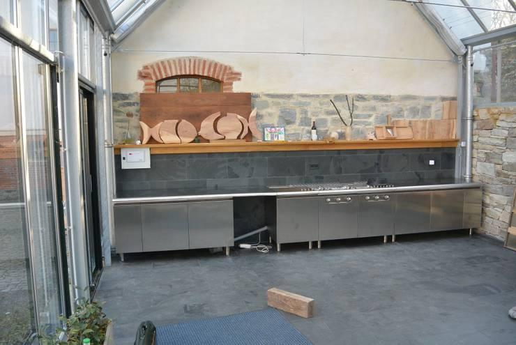 LINEARKÜCHE IM AUFBAU: industriale Küche von 8linden FRANKFURTER KÜCHE