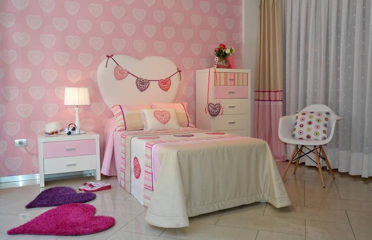 Un dormitorio para niñas en rosa y con corazón: Habitaciones infantiles de estilo  de Villalba Interiorismo