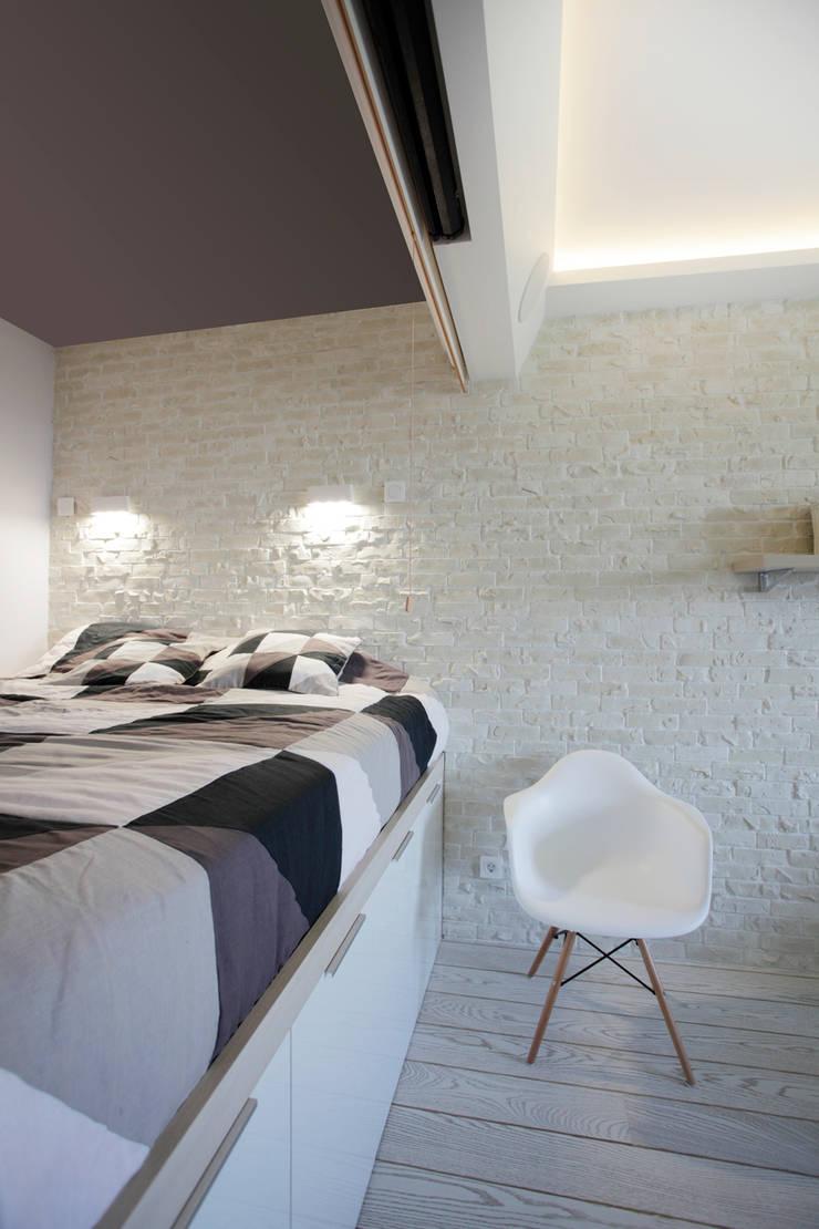 Функциональная студия из типовой однушки ИП-46с для молодой пары: Спальни в . Автор – Space for life