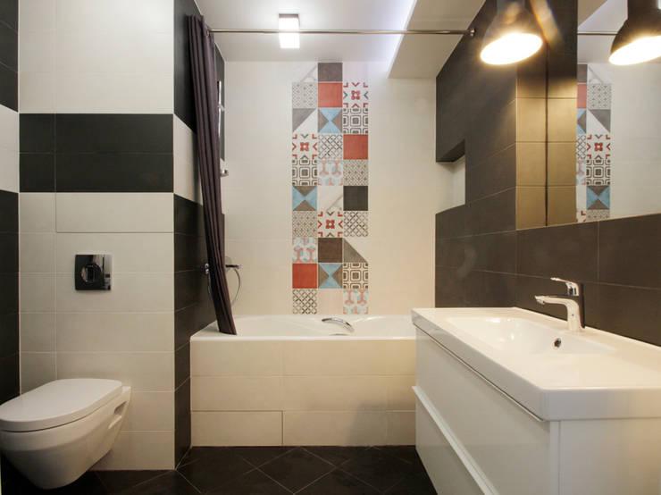 Функциональная студия из типовой однушки ИП-46с для молодой пары: Ванные комнаты в . Автор – Space for life