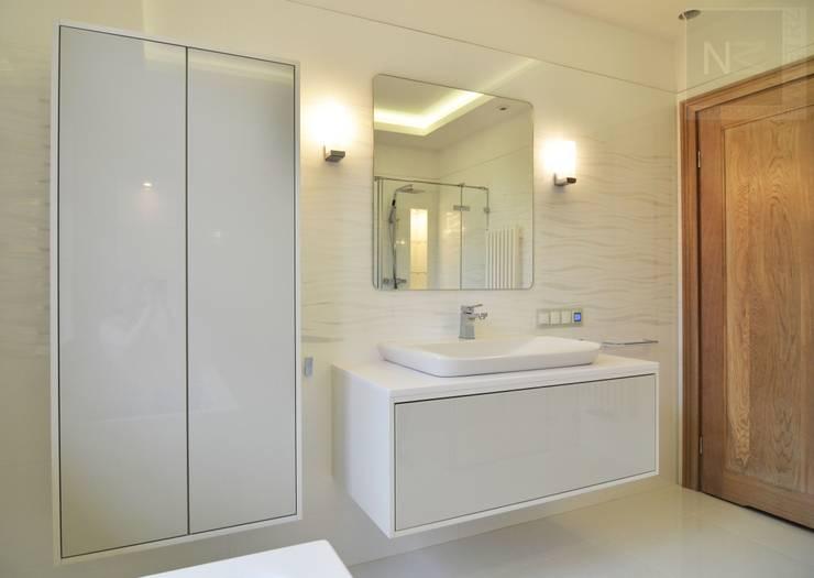 łazienka w bieli: styl , w kategorii Łazienka zaprojektowany przez Suare Studio  Natalia Margraf-Wojciechowska,Nowoczesny