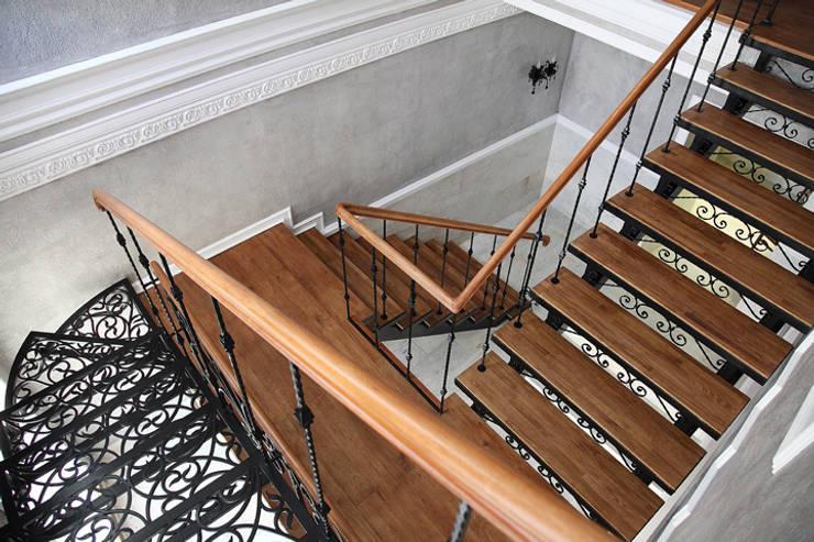 Лестница.: Гостиницы в . Автор – Мария Остроумова