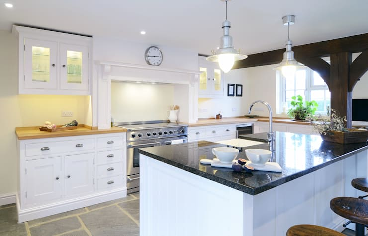 Our Classic Range kitchen in a Sussex Barn Home:  Kitchen by Simon Benjamin Furniture