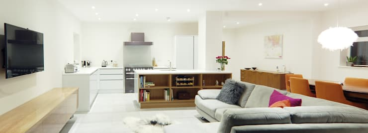 The Modern Kitchen in a Yorkshire Home:  Kitchen by Simon Benjamin Furniture