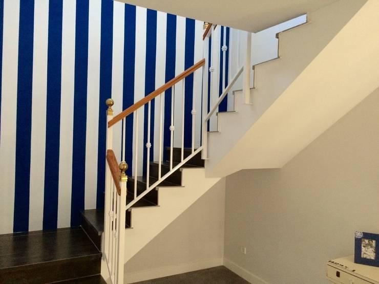 Corridor & hallway by INSIDE Architecture