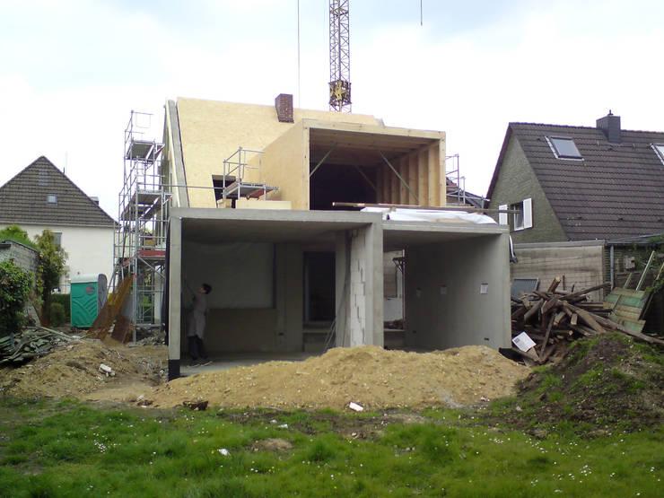 Houses by Rathscheck Schiefer und Dach-Systeme ZN der Wilh. Werhahn KG Neuss