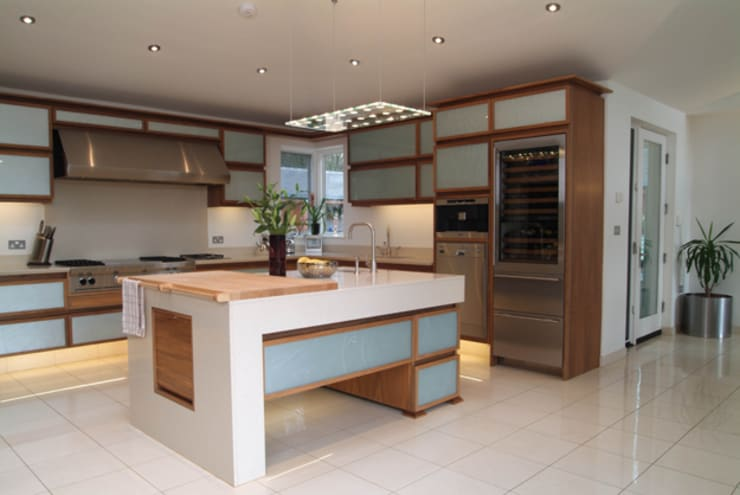 'Lofties' Nottinghamshire: minimalistic Kitchen by Rayner Davies Architects